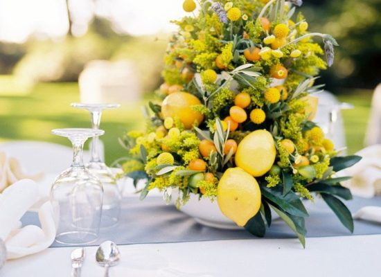 Another trend that is making its way in the wedding décor is the use of bold colors and metallics and mix-matched themes.